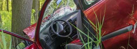 Ginie 22-letni pasażer samochodu